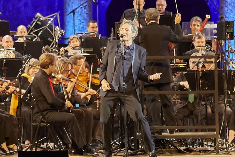 Miguel Ríos regresa a Salamanca con 'Symphonic Ríos' con motivo del IIIV Centenario de la Universidad.